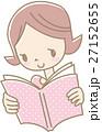 本を読む若い女性(ドットピンク) 27152655