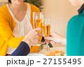 レストランで女子会を楽しむ3人 27155495