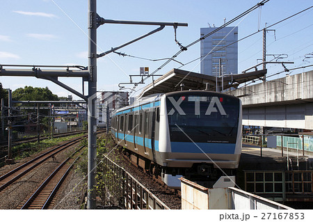 王子駅に停車する京浜東北線 27167853