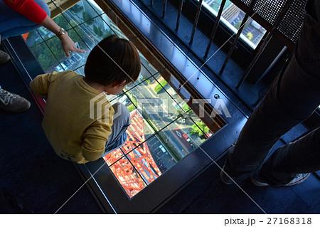東京タワー大展望台のガラス床 27168318