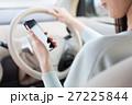 ドライブする女性 27225844