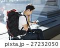 空港 男性 バックパッカーの写真 27232050