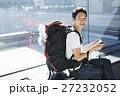 空港 男性 バックパッカーの写真 27232052