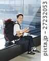 空港 男性 バックパッカーの写真 27232053