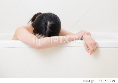 入浴する女性、のぼせる、茹だる 27253339