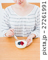 若い女性(ヨーグルト) 27261991