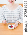 若い女性(ヨーグルト) 27261992