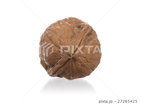 Walnut isolated on white backgroundの写真素材 [27265425] - PIXTA