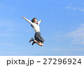 ジャンプする女子高生 27296924