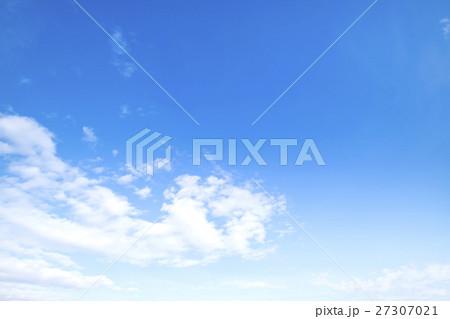 青空 空 雲 冬の空 背景 背景素材 12月 コピースペース 27307021
