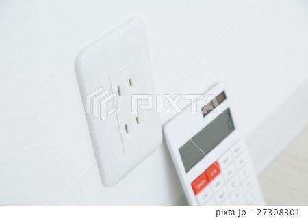 電卓と電源 コンセント 27308301