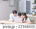 パソコン ダイニングキッチン 家族の写真 27308435