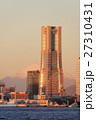 朝焼けの富士山とランドマークタワー 27310431