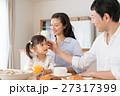 家族 食事 人物の写真 27317399