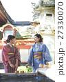 旅を楽しむ女性 太宰府天満宮 手水 27330070