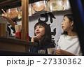 中州屋台 お酒を楽しむ女性 27330362