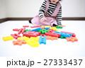遊ぶ おもちゃ 乳幼児の写真 27333437