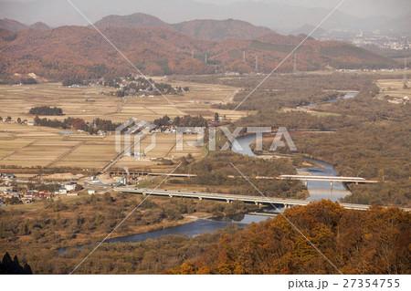 秋田県大仙市 玉川を渡る秋田新幹線 27354755
