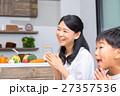食事をする家族 お母さん 母親 息子 男の子 生活感 27357536