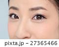 目 顔 女性の写真 27365466