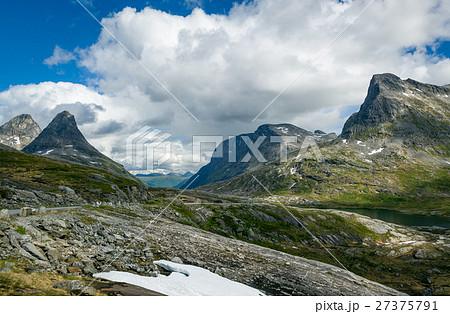 summer snow in the mountains of norway の写真素材 27375791 pixta