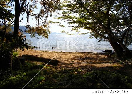 「日本遺産」琵琶湖、沖島・杉谷浜(夏には地元小学校の遠泳授業の出発地点) 27380563