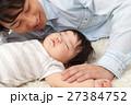赤ちゃん 人物 親子の写真 27384752