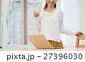 若い女性(パソコン) 27396030