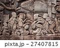 アンコール遺跡群の中にあるバイヨン寺院のレリーフ 27407815