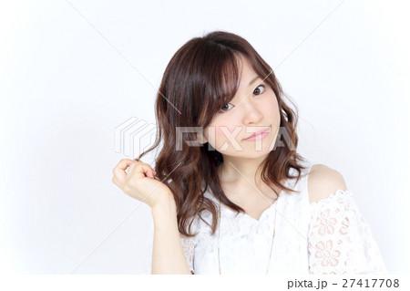若い女性 ヘアスタイル 27417708