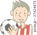 サッカーボールを持つ若い男性(赤) 27424673
