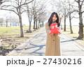 バレンタイン バレンタインデー 女性の写真 27430216