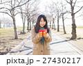 バレンタイン バレンタインデー 女性の写真 27430217