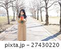 バレンタイン バレンタインデー 女性の写真 27430220