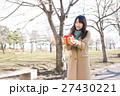 バレンタイン バレンタインデー 女性の写真 27430221
