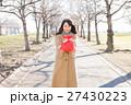 バレンタイン バレンタインデー 女性の写真 27430223