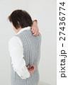 背中をかくシニア 白バック 27436774