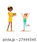女性 ケーキ 子供のイラスト 27444340