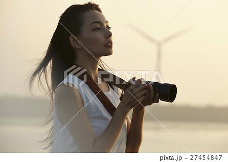 台湾を観光する女性 高美湿地 27454847