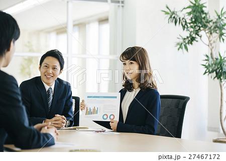 若い会社員 27467172