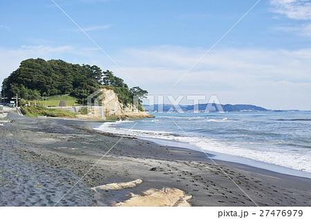鎌倉 ほとんど砂鉄の黒い砂浜と稲村ヶ崎 27476979
