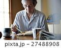 一人暮らしをする高齢者 お弁当 27488908
