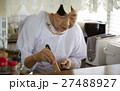女性 高齢者 一人暮らしの写真 27488927