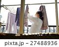 高齢者 洗濯 洗濯物の写真 27488936