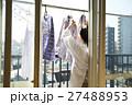 女性 高齢者 洗濯物の写真 27488953