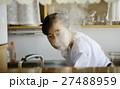 女性 高齢者 一人暮らしの写真 27488959
