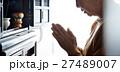 一人暮らしの高齢者 仏壇 27489007