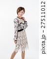 女性 20代 ポーズの写真 27511012