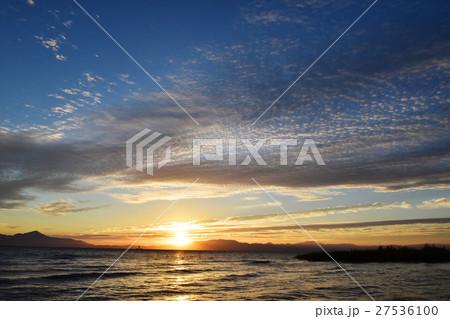 琵琶湖の朝の風景 27536100