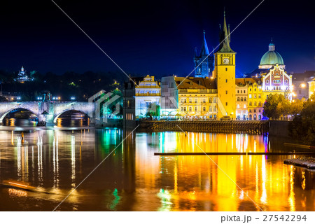 Night view of the Vltava river and Charles Bridge 27542294
